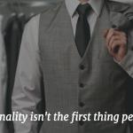 海外では常識。スーツの色による印象操作。第一印象を制するものはビジネスを制する。